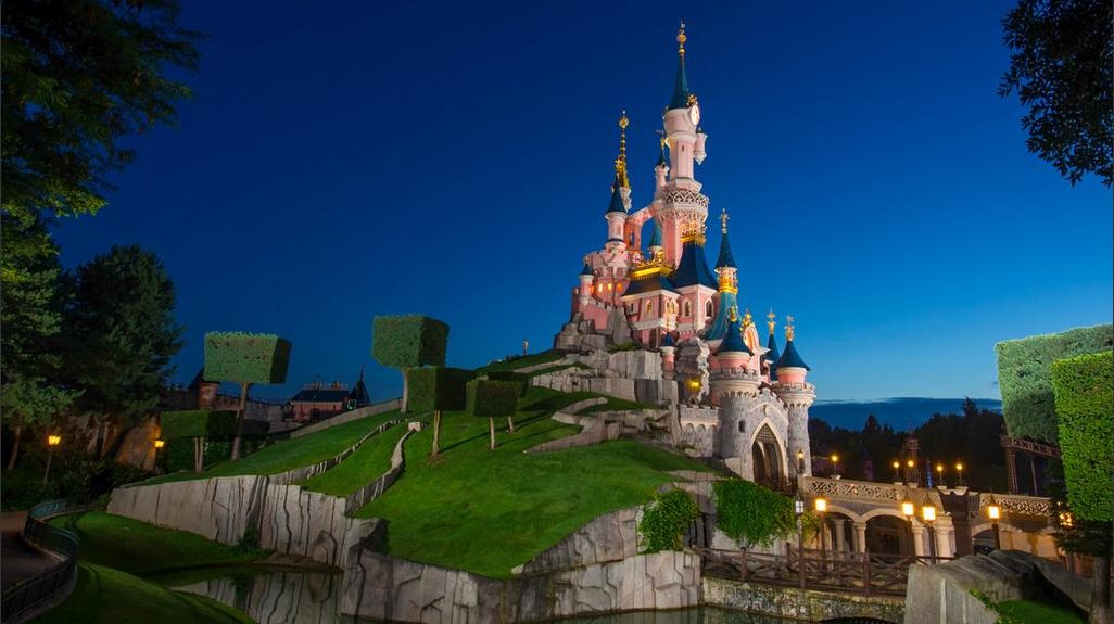 Disneyland Paris Closes After Paris Attacks
