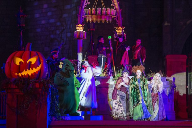 'Hocus Pocus Villain Spelltacular' Premieres at Mickey's Not-So-Scary Halloween Party