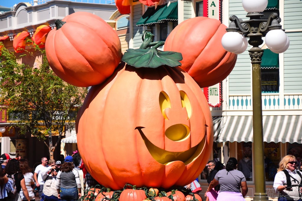 It's Halloween Time At Disneyland! – A Look At Tower of Terror, Haunted Mansion Holiday, And More