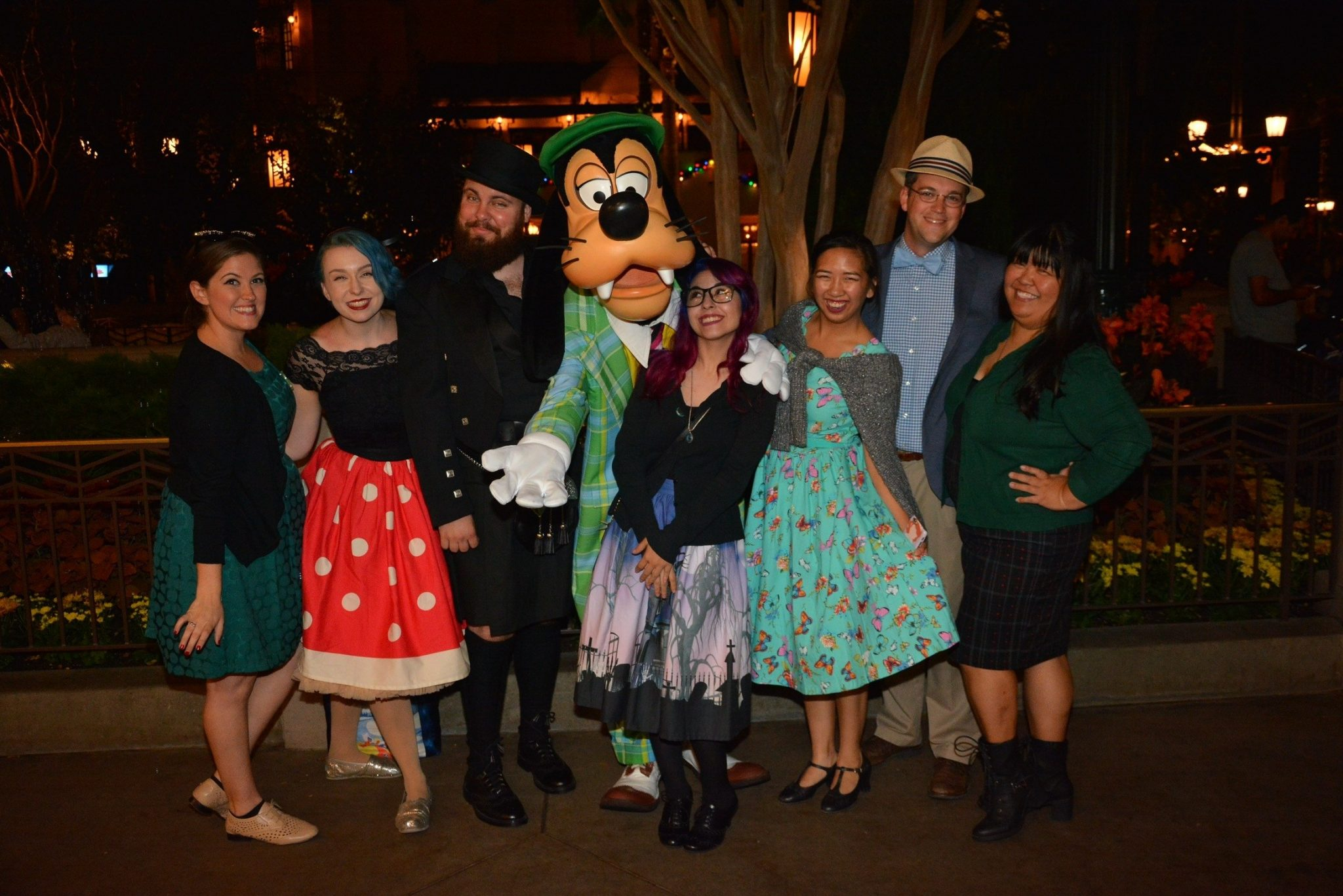 Meeting Characters at a Disney Park: A Guide