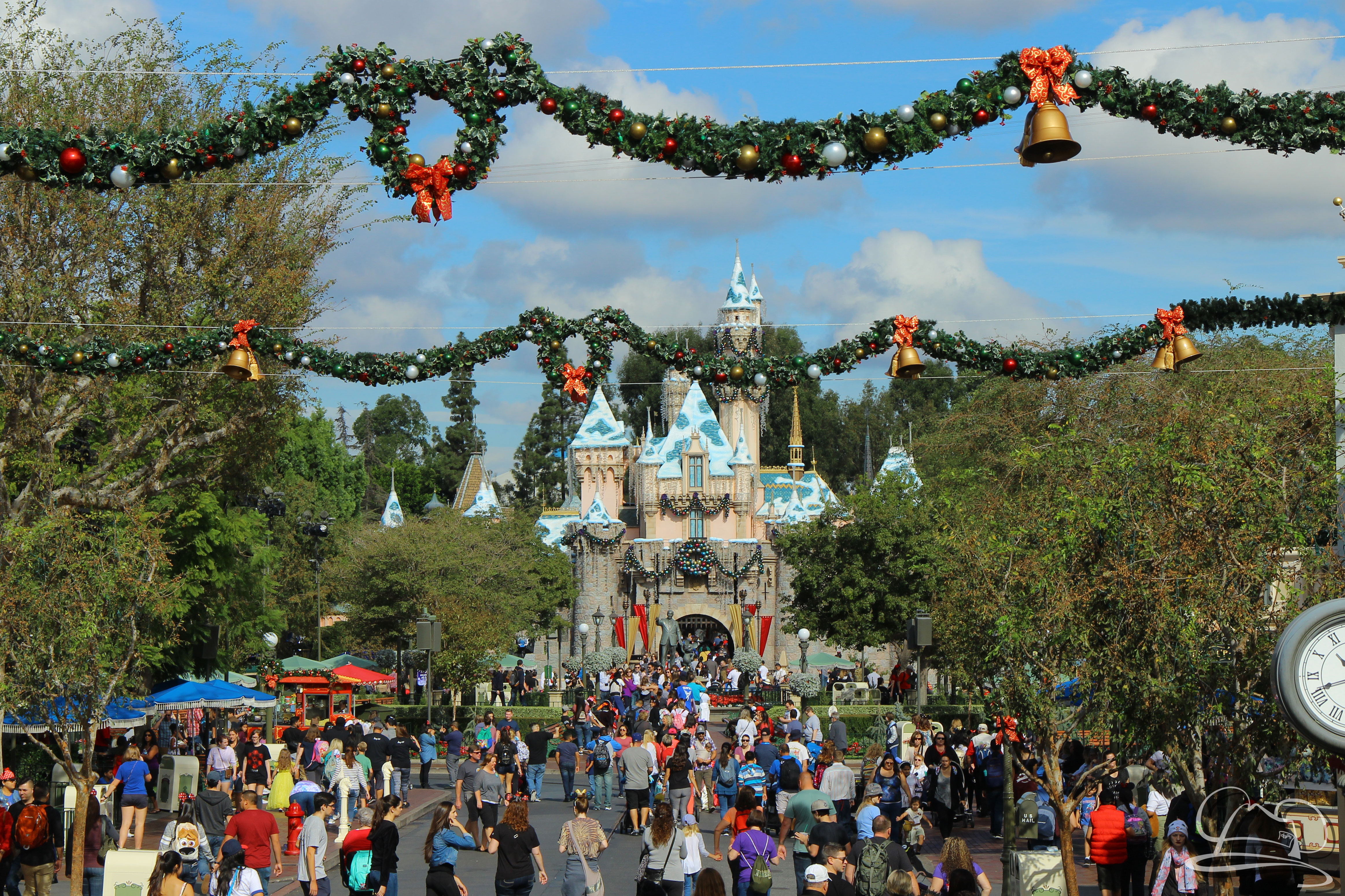 Disneyland - Sleeping Beauty Castle - Garland - Holiday Time