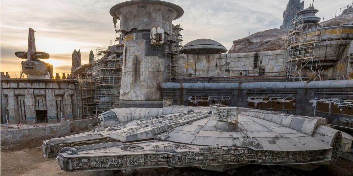Millennium Falcon - Star Wars: Galaxy's Edge