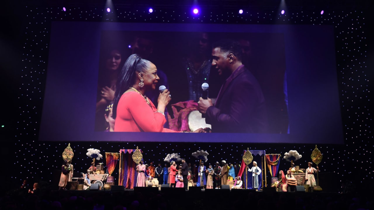 """D23 Expo 2019 – Grammy Winner Regina Belle Surprises Fans With """"A Whole New World"""" In Celebration of Aladdin In-Home Release"""