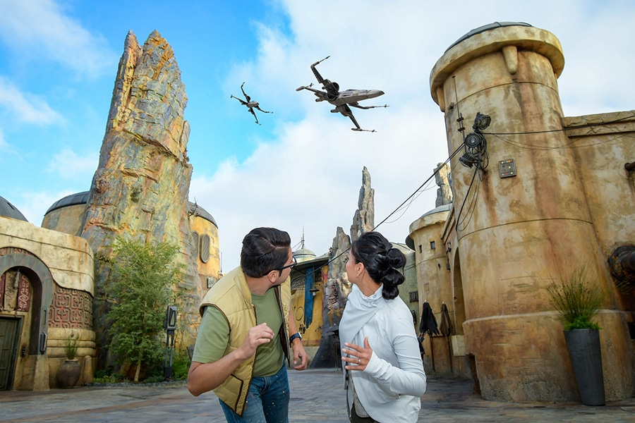 Get Out of This World Shots From Disney PhotoPass at Star Wars: Galaxy's Edge in Walt Disney World