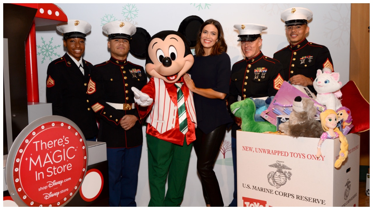 Mandy Moore Kicks-Off shopDisney.com | Disney Stores and Toys for Tots Hoilday Collaboration!